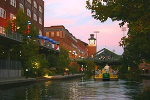 A water taxi in Bricktown